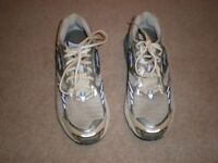 "BROOKS ""The Beast"" Pearl White/Silver Trainers/Running Shoes (As new) – Size 9=£20 ono"