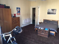 Bright and spacious large room in central Marchmont flat