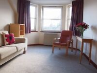 Contemporary flat to rent -2 bedrooms - private parking - only 7 minutes walk to town!