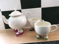 Vintage Carlton footsie teapot and cups