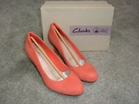 BRAND NEW IN BOX -CLARKS LADIES SHOES - SIZE 5 - WIDE FITTING - COLOUR CORAL