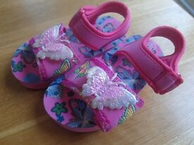 Girls sandals Size 4 not used