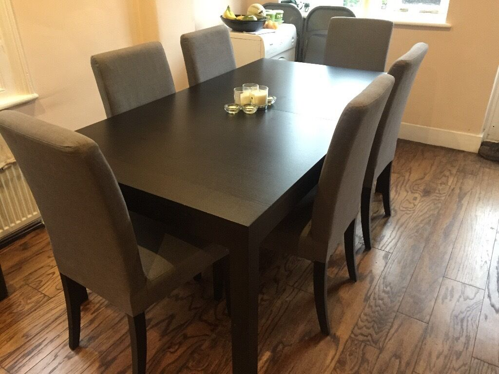 Ikea solid pine brown black dining table and 6 grey chairs for Table 4 personnes ikea