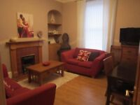 Rosemount 2 bed flat close to town centre and hospital