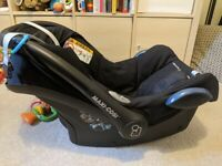 Maxi Cosi CabrioFix Car Seat with EasyFix base (ISOFIX and seatbelt compatible)