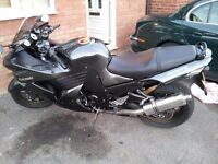 Perfect Condition Kawasaki ZZR 1400 with Advanced Security System and custom pipes.
