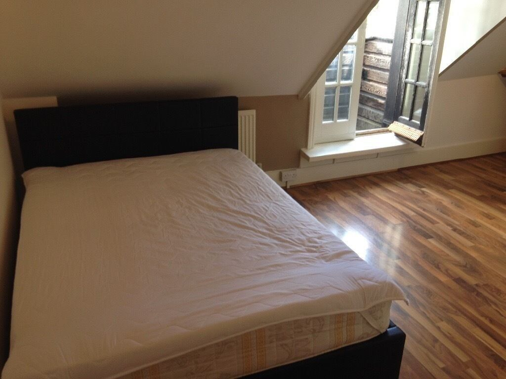 Excellent Double Studio with Balcony in West Kensington. All bills included.