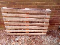 Wooden pallet 120 cm x 82 cm. Free to collector.