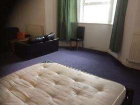 Extra large room 10 minutes walk to city centre and train station.