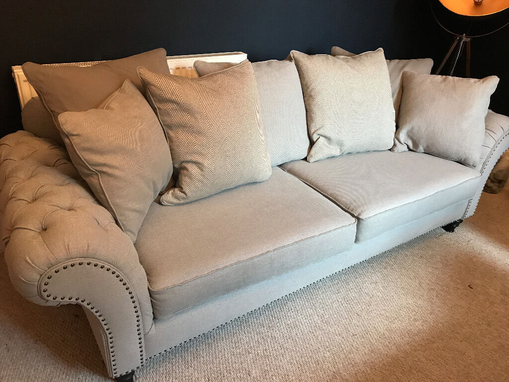 2 Chesterfield Style Sofas (1xXL, 1xXXL) Barker and Stonehouse Craven range in Hull, East