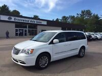 2015 Chrysler Town & Country Touring-LEATHER LOADED! FINANCE NOW