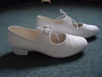 LADIES/GIRLS WHITE TAP SHOES TO FIT SHOE SIZE 6 - 6.5