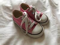Girls Converse Trainers Size 7 (infants)