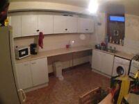 5 bedroom house bd7 close to city centre & Farmers boy