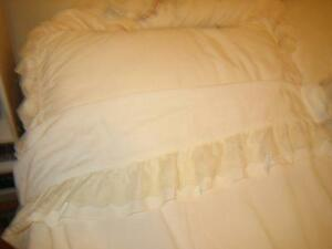 Brand New Queen Ensemble Victorian Lace Bedding London Ontario image 1