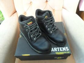 DR MARTENS INDUSTRIAL STEEL TOE CAPPED BOOTS. BLACK. NEW IN BOX. UK SIZE 11