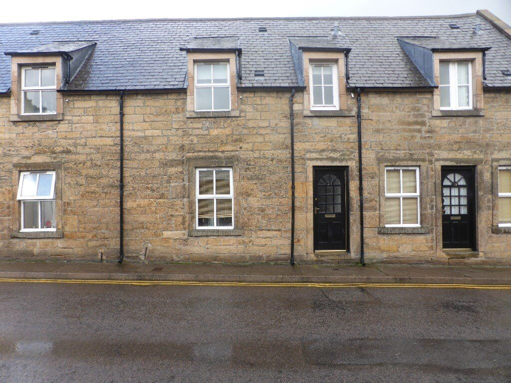 Traditional 2 bedroom house, central Elgin. £495pcm. Available now