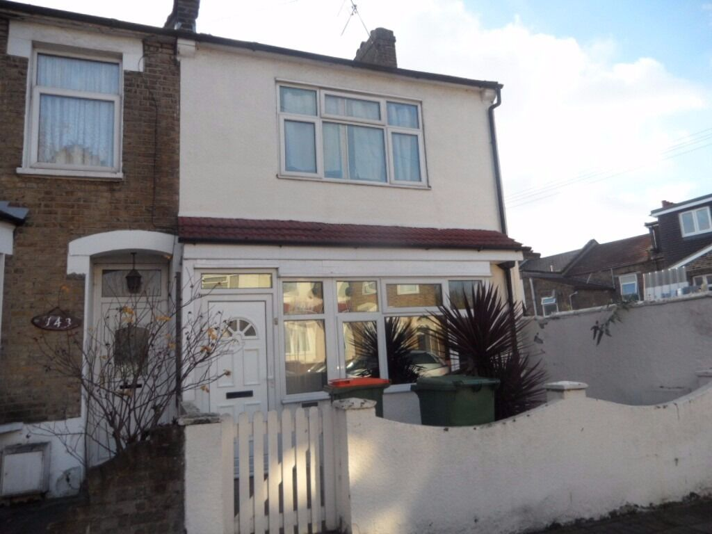 4-5 Bedroom House To Rent In E13 *MUST SEE*