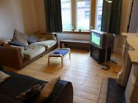 1 double room available in spacious west-end flat - price includes all bills!