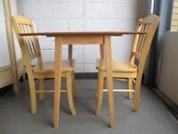 SMALL VINTAGE STYLE DROP LEAF DINING TABLE KITCHEN TABLE WITH TWO DINING CHAIRS