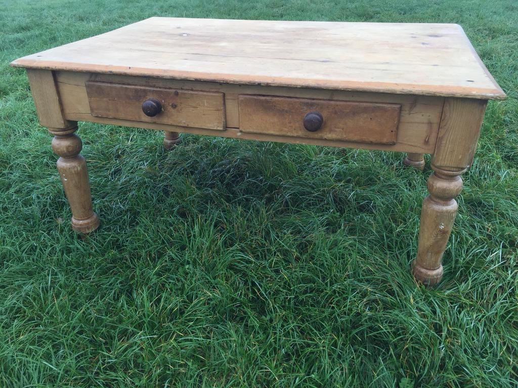 OLD COUNTRY PINE TABLE