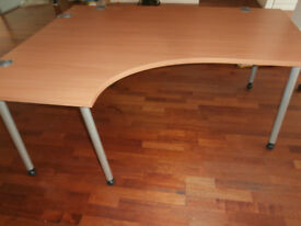160 x 120 Desk Herman Miller (Delivery poss)