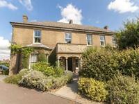 2 bedroom flat in Beechwood House, The Beeches, Barton Road