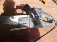 Alligator 240v saw by B & D Fully working