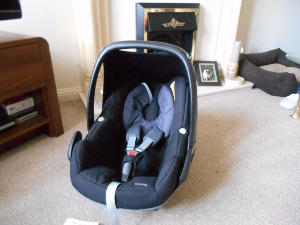 MAXI COSI PEBBLE BLACK CAR SEAT WITH SUN CANOPY AND MANUAL LEAFLET IN EXCELLENT CONDITION