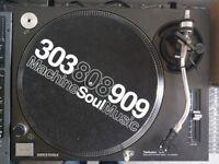 Technics SL-1210 MKII Turntable