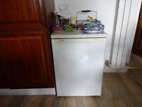 Siemens Freestanding undercounter Larder fridge