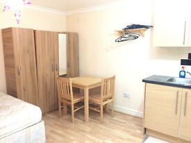STUDIO ROOM TO LET LEYTONSTONE E11, 5 MINS FROM CENTRAL LINE STATION, SECONDS FROM ALL AMENITITES
