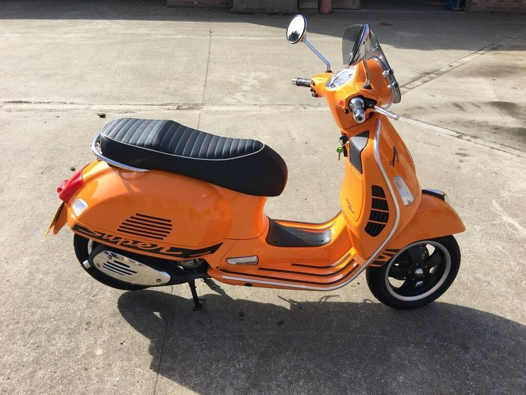 vespa 300 gts super sport bright orange 2013 as new 820. Black Bedroom Furniture Sets. Home Design Ideas