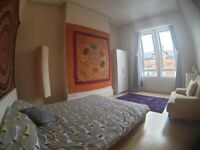 Very large fully furnished double room. Excellent location close to Kinning Park subway.
