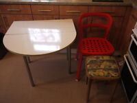FREE TABLE 2 METAL CHAIRS 1 STOOL YES FREE.