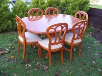 CAN DELIVER - BEAUTIFUL DINING TABLE + 6 CHAIRS IN VERY GOOD CONDITION