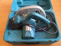 MAKITA 5704R circular saw & case. 240v. 190mmx30mm. 66mm cut. Hardly used.