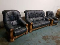 ANTIQUE BLUE LEATHER 3 SEATER SOFA / SETTEE / SUITE & 2 CHAIRS / ARMCHAIRS ON WOODEN FRAME DELIVERY