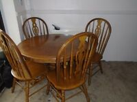 FARMHOUSE ROUND OAK TABLE & 4 CHAIRS FOR SALE.