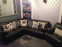 BLACK LEATHER 6 SEATER CORNER SOFA + MATCHING ARMCHAIR IN EXCELLENT CONDITION FREE LOCAL DELIVERY