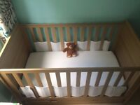 Brand New Mamas & Papas 'Haxby' Cotbed with Mattress, Quality Bedding & Under Cot Storage Drawer