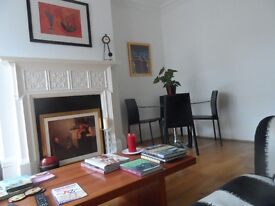 Host family have twin room to let. Near beach. Minutes to Brighton walking or bus.