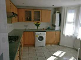 ROOMS TO RENT IN A BEAUTIFUL PROPERTY IN MAIN CATFORD SE6 AREA