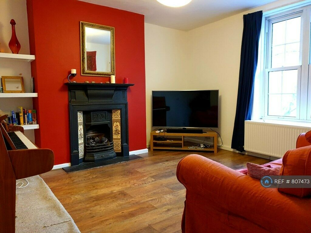 3 bedroom flat in Welland Street, London, SE10 (3 bed ...