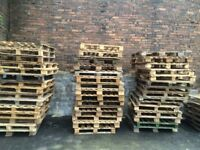 200 OF CLEAN WOODEN PALLETS