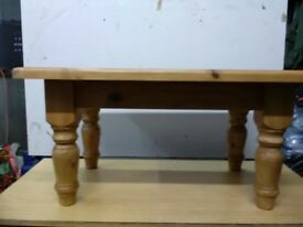 pine waxed country look coffee table with chunky legs