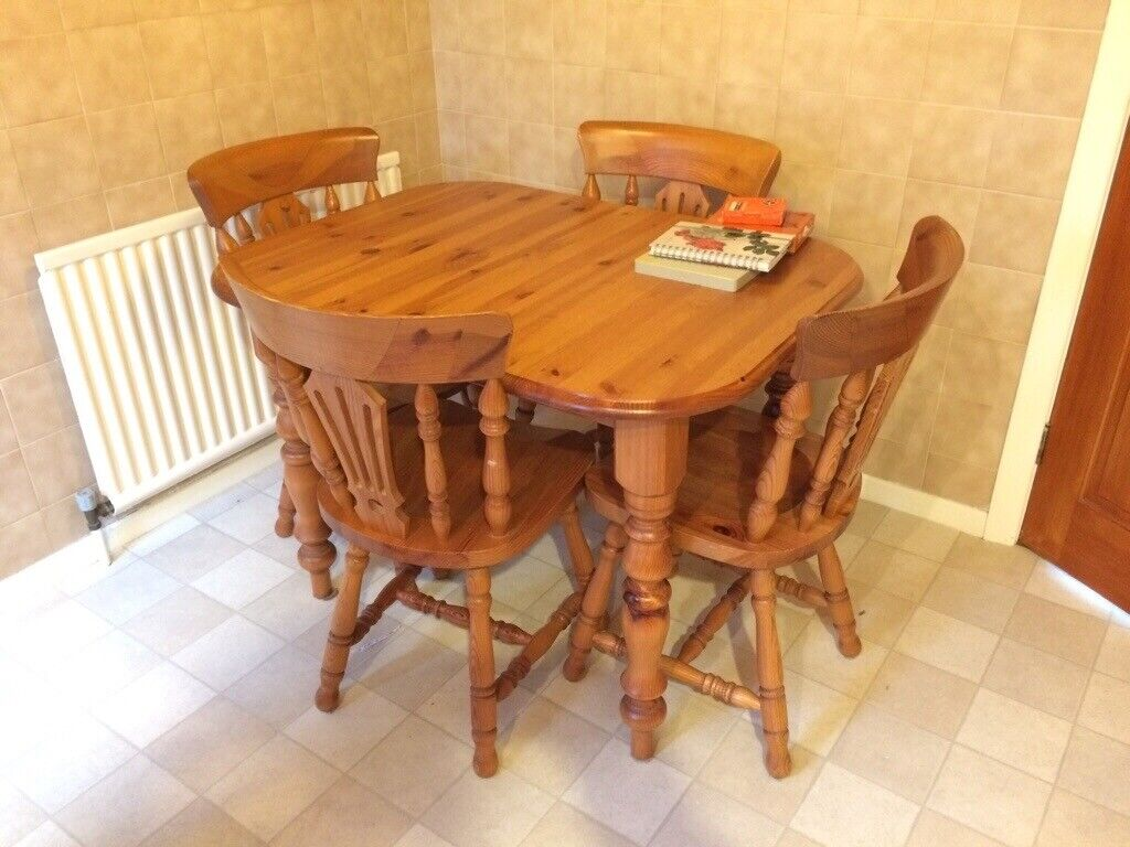 solid pine kitchen table and four chairs one extension