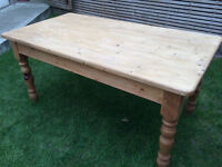 Lovely traditional farmhouse solid pine dining table, perfect for 6, vgc