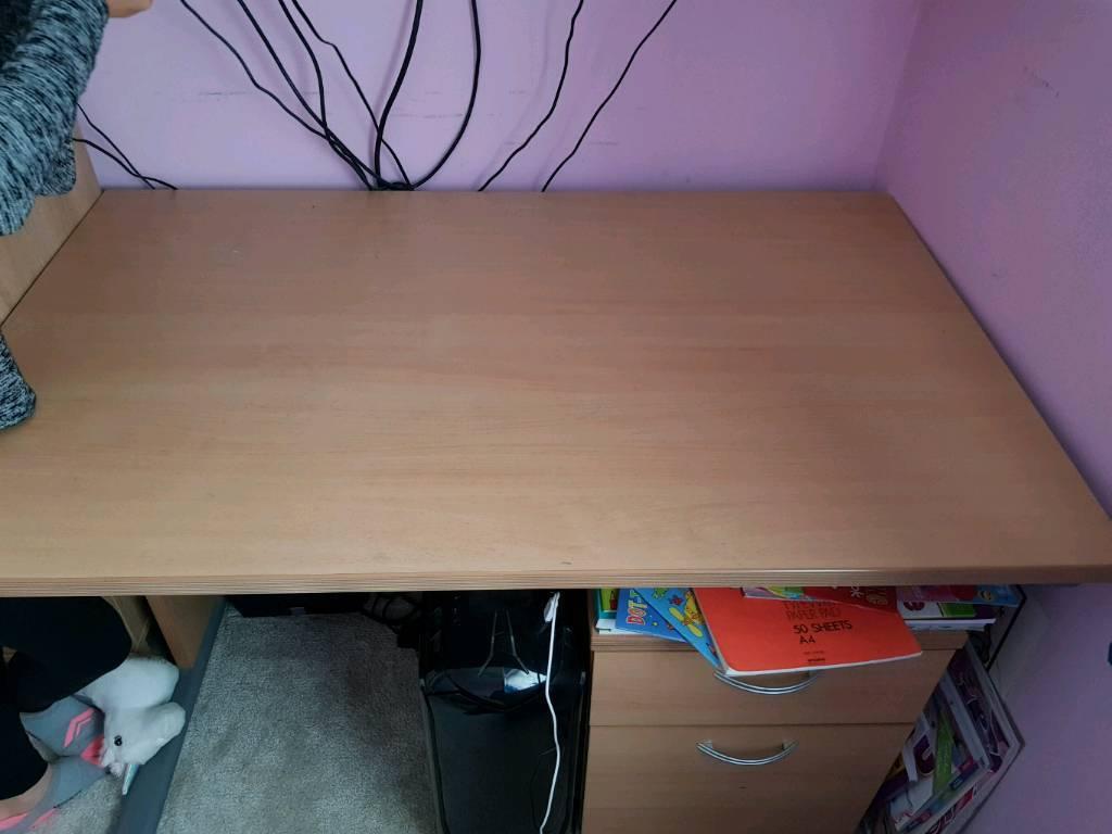 Desk ideal for kids bedroom