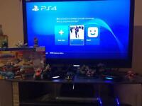 Ps 4 500 gb with 2 controllers and controller charger +skylanders superchargers +9 toys 220 ono